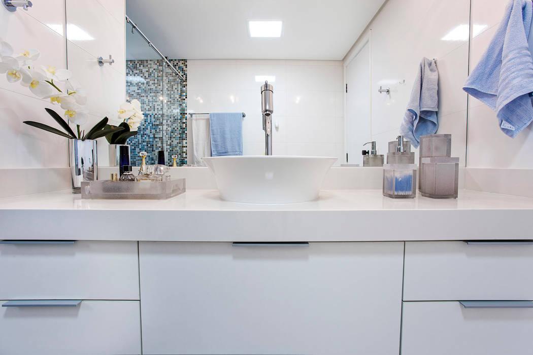 Modern Bathroom by Amanda Pinheiro Design de interiores Modern
