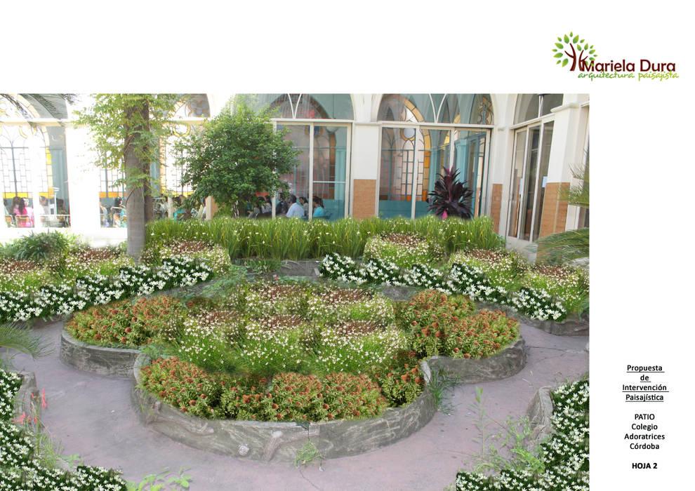 HOJA 2:  PATIO II – CANTERO CENTRAL FLOR: Jardines de estilo  por MARIELA DURA ARQUITECTURA PAISAJISTA