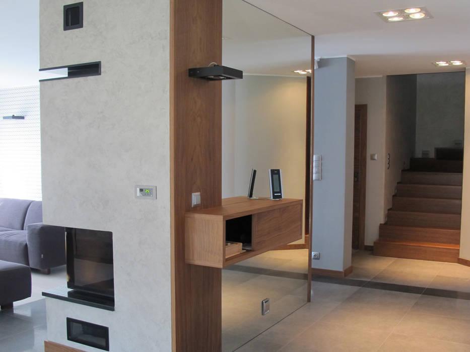 ห้องโถงทางเดินและบันไดสมัยใหม่ โดย Projekt Kolektyw Sp. z o.o. โมเดิร์น