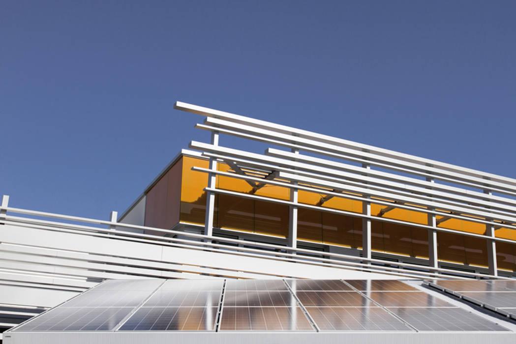 Headquarters di Sisma : Complessi per uffici in stile  di Marco Zorzanello