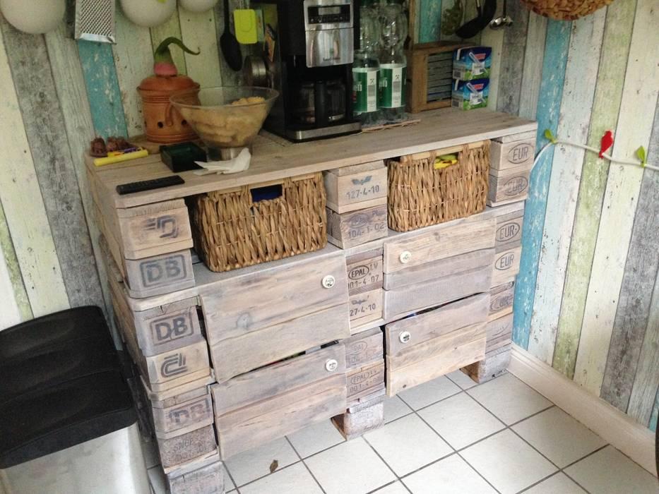 Europaletten-küchenschrank: küche von palettenbett.com | homify