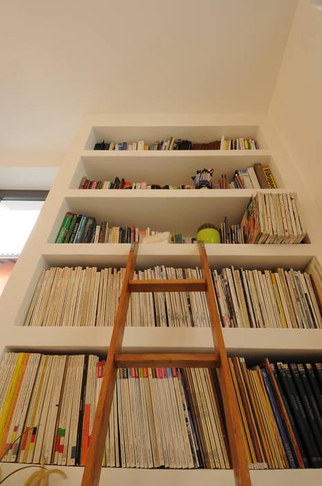 Open space: Soggiorno in stile in stile Mediterraneo di Bianca Coggi Architetto