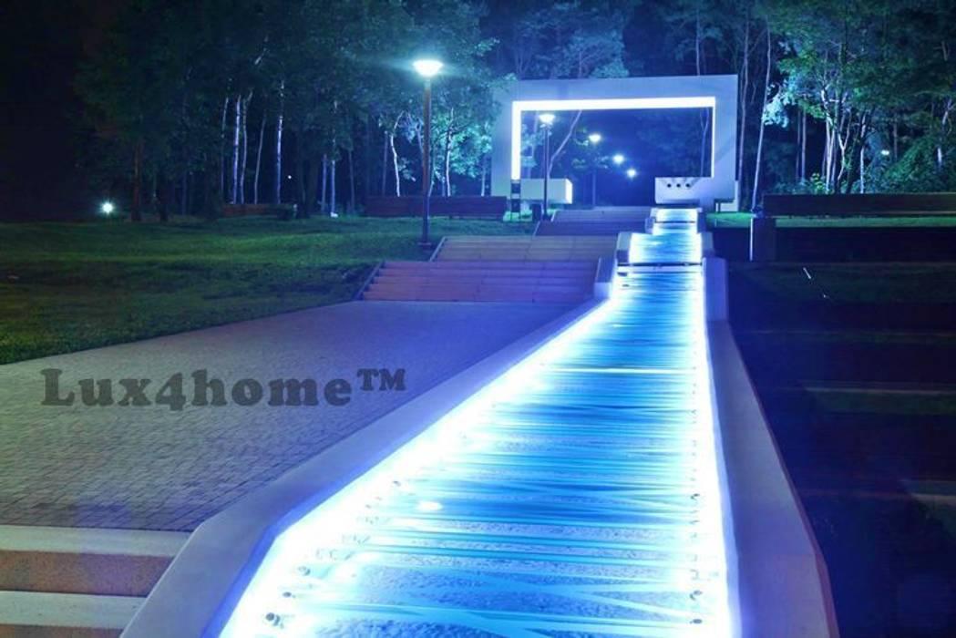 Пруд в саду в . Автор – Lux4home™ Indonesia