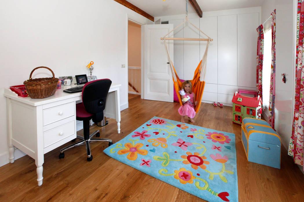 Modern nursery/kids room by Studio evo Modern