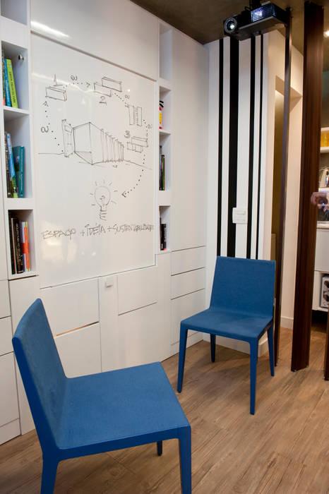 Pocket Office: Escritórios  por Espaço do Traço arquitetura,
