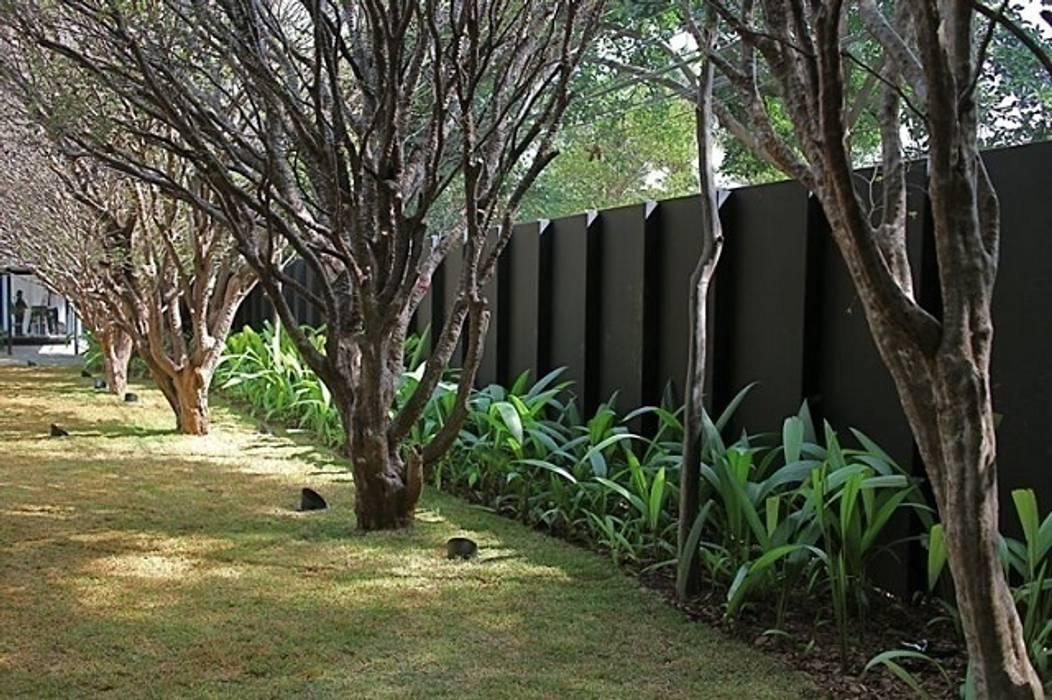 Casa Jacarezinho Jardins clássicos por André Paoliello Paisagistas Associados Clássico