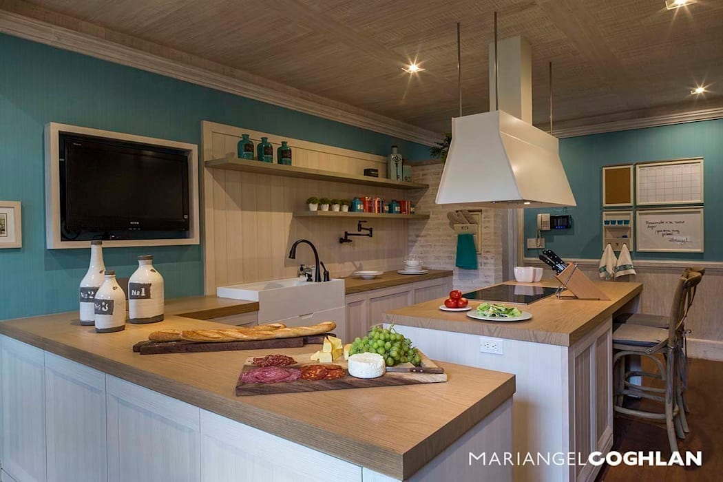 Rustic style kitchen by MARIANGEL COGHLAN Rustic