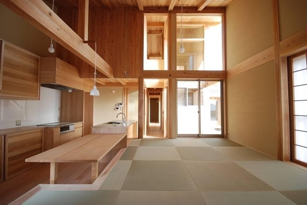 Ruang Keluarga Gaya Eklektik Oleh 神谷建築スタジオ Eklektik