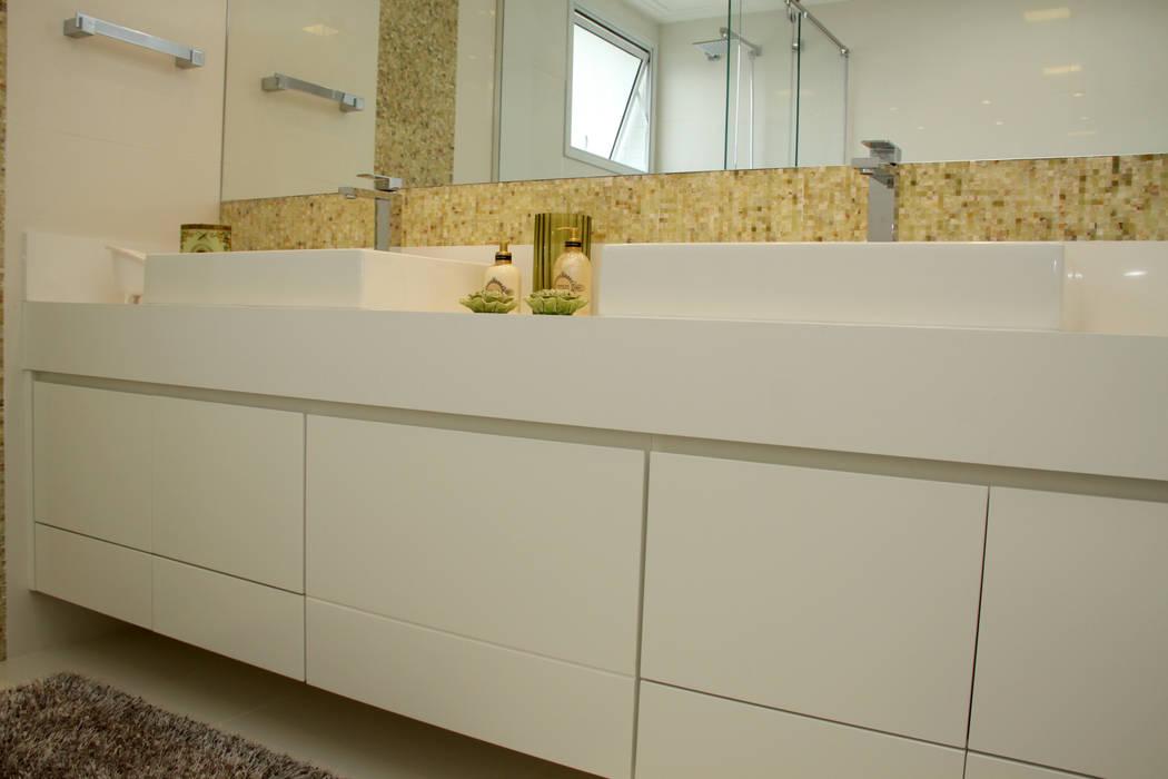 detalhe móvel: Baños de estilo  por 2d arquitetura decoração e design,Moderno