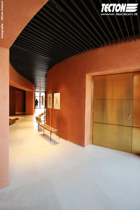 Grassi Pietre ha fornito oltre 500 mq di rivestimenti per il padiglione degli Emirati Arabi Uniti: Pareti in stile  di Grassi Pietre srl