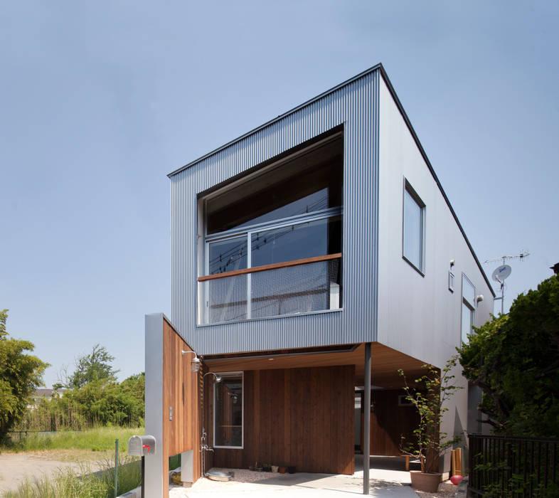 Casas modernas de 水野建築事務所 Moderno