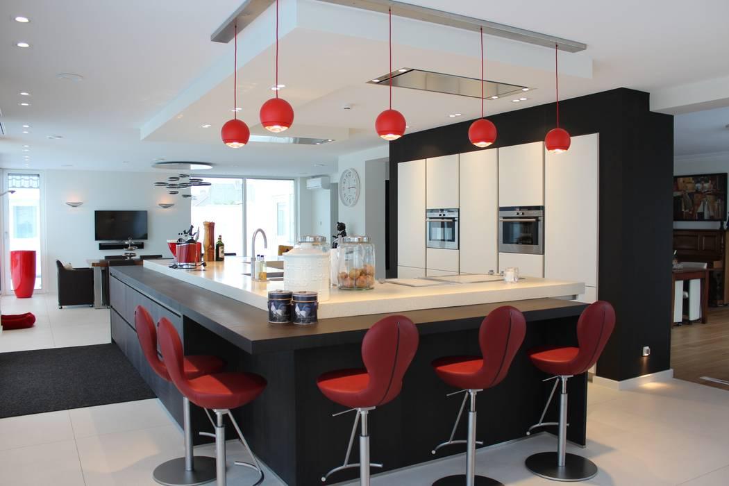 Zitgedeelte bij het kookeiland Moderne keukens van Tinnemans Keukens Modern