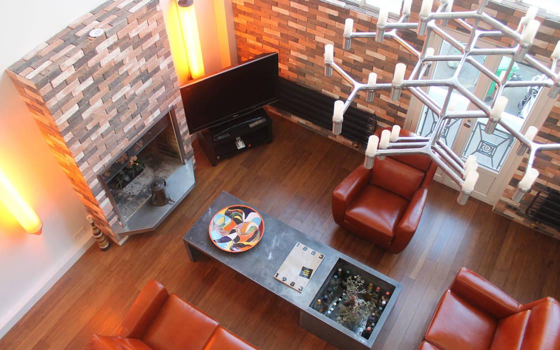 Salon: Salon de style de style Moderne par les bains et les cuisines d'Alexandre