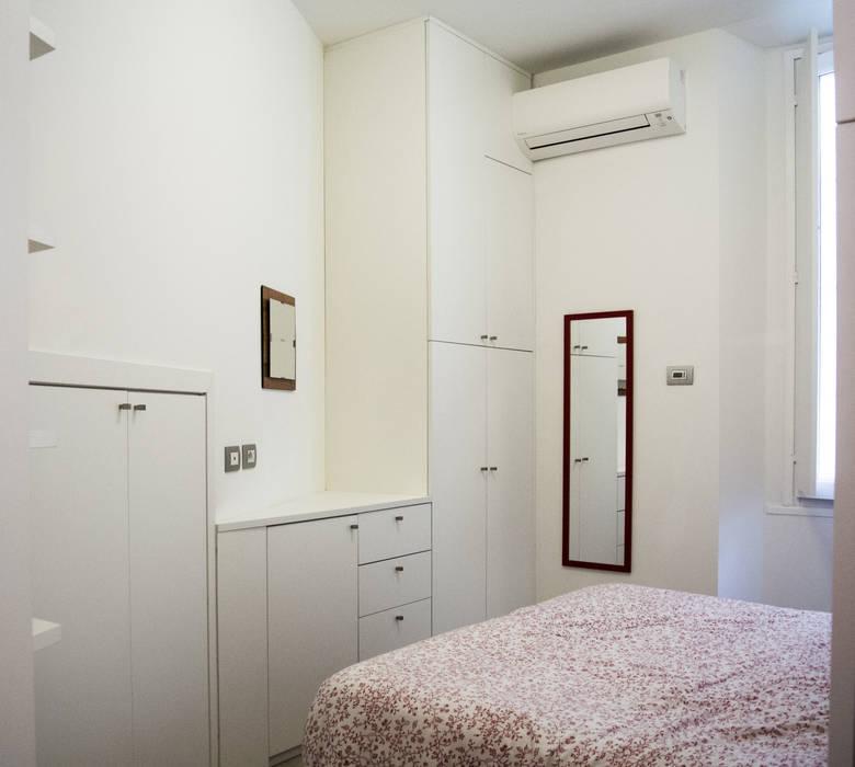 Armadi: Camera da letto in stile in stile Minimalista di Studio di architettura Miletta