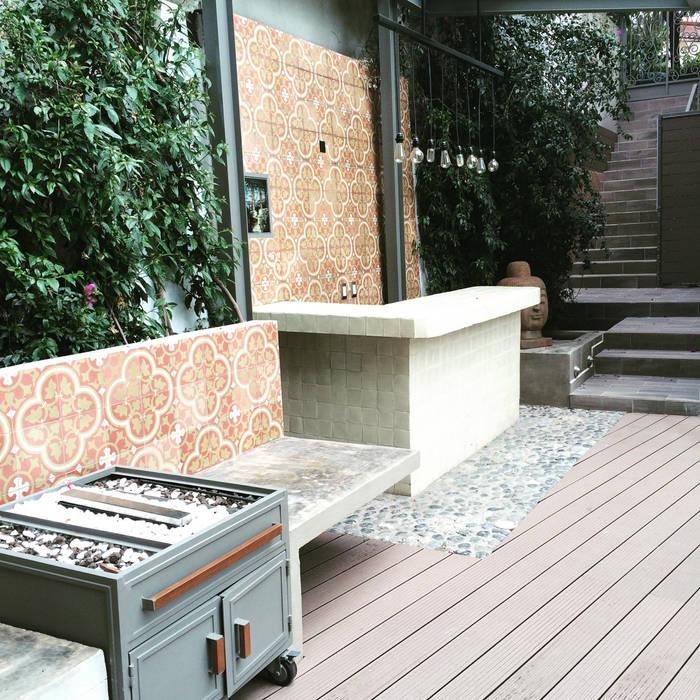 Barra y trolley chimenea Balcones y terrazas de estilo ecléctico de Quinto Distrito Arquitectura Ecléctico Azulejos