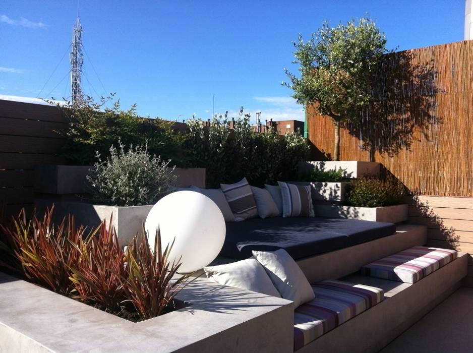 Atico en Barcelona Jardines de estilo mediterráneo de Asilvestrada Mediterráneo