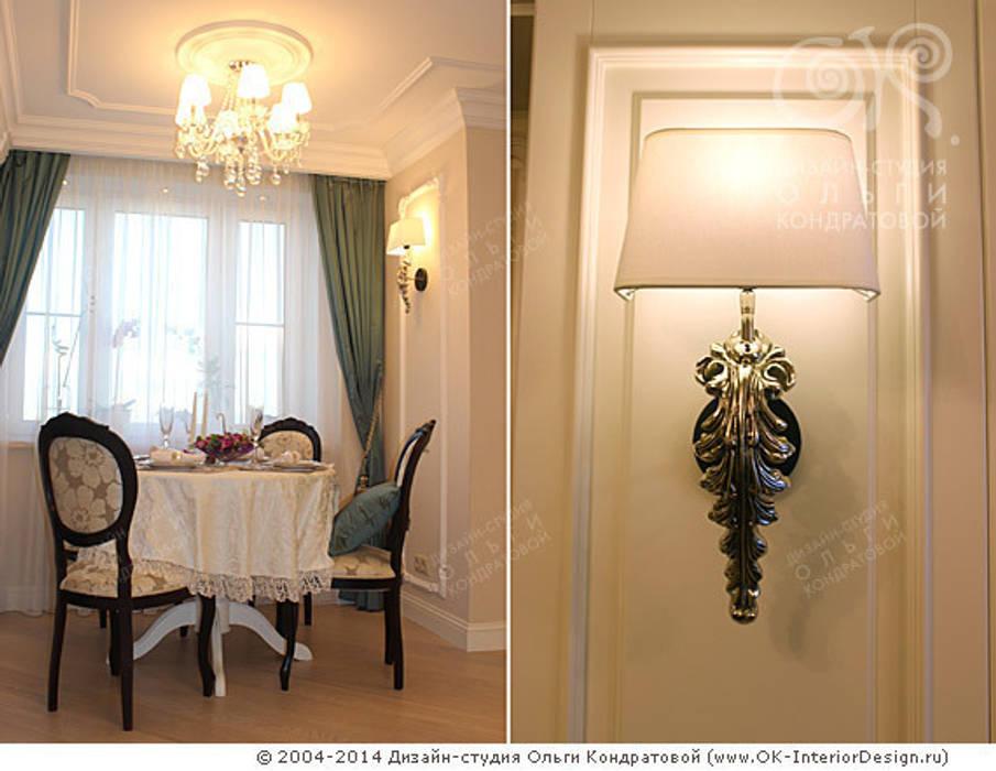 Люстра и бра в столовой зоне гостиной: Столовые комнаты в . Автор – Дизайн студия Ольги Кондратовой