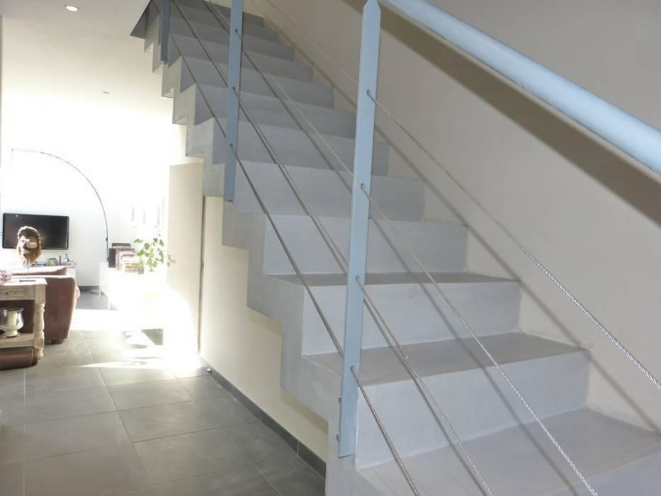 Escalier Gris En Beton Cire A Aix En Provence De Style Par