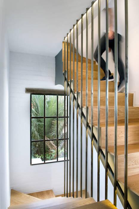 Modern Corridor, Hallway and Staircase by Egue y Seta Modern