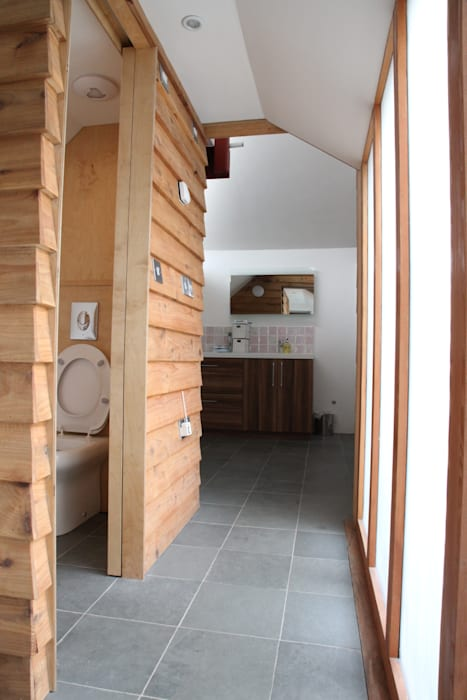 Riley House: modern Bathroom by Innes Architects