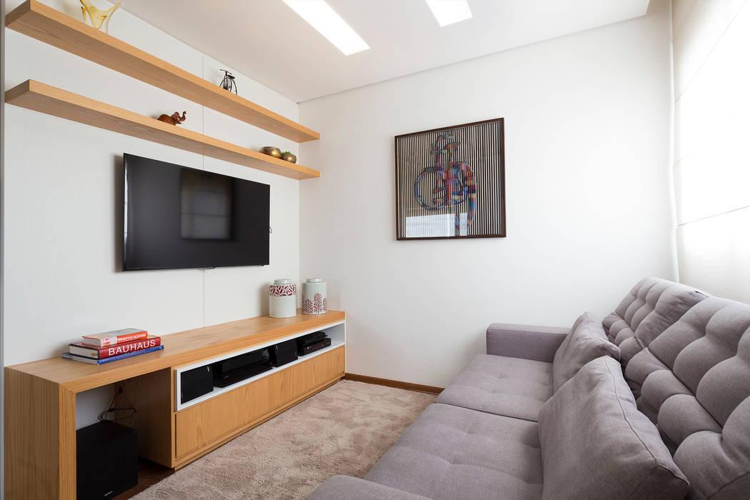 Sala de TV Salas multimídia modernas por Haruf Arquitetura + Design Moderno