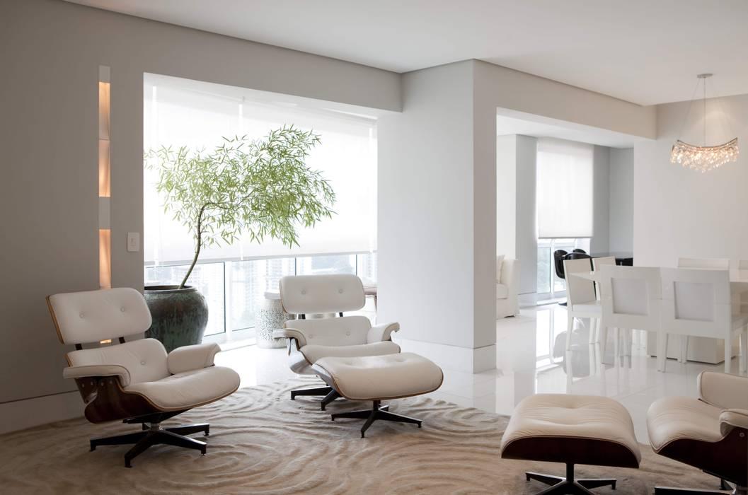 Top House SP: Salas de estar  por Cristina Menezes Arquitetura