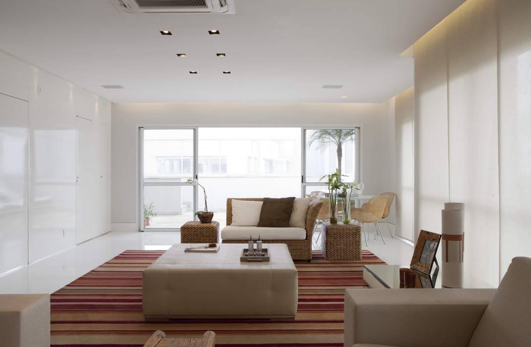 Top House SP Salas de estar modernas por homify Moderno