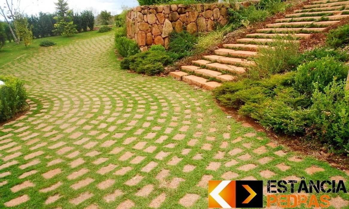 Paralelepípedo Estância Pedras: Jardins  por Estância Pedras,Rústico