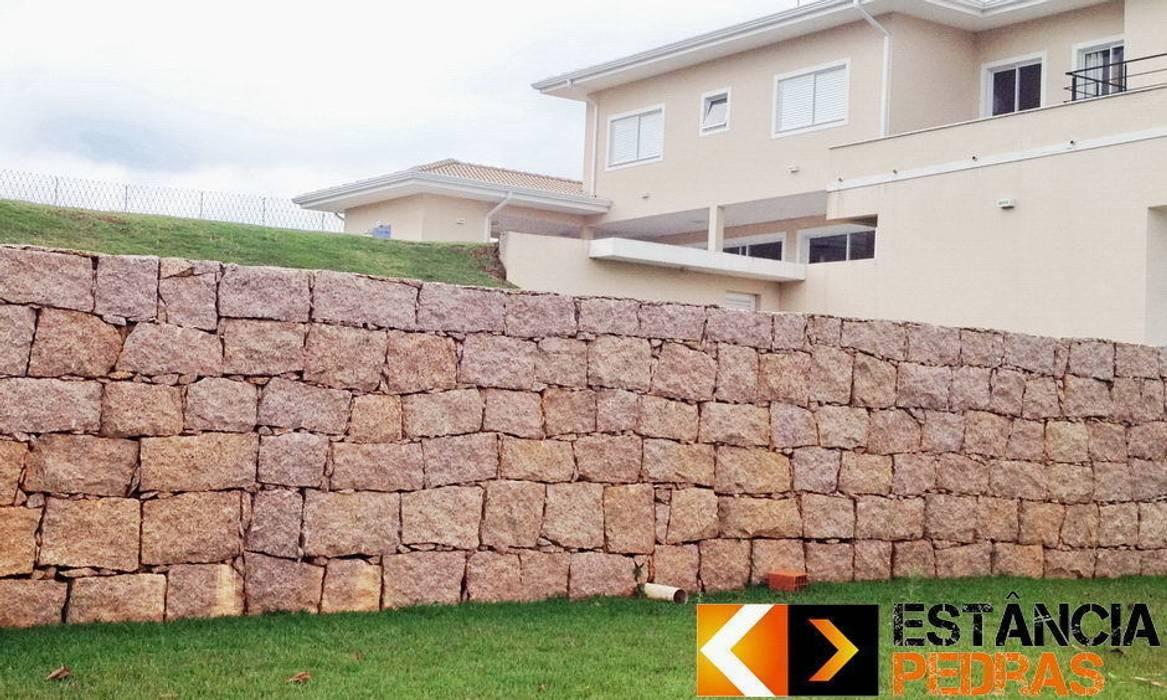 Muro de Arrimo: Paredes  por Estância Pedras,