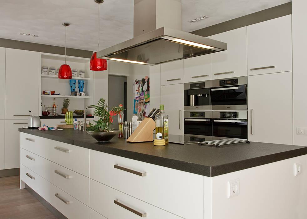 Riant kookeiland:  Keuken door Thijs van de Wouw keuken- en interieurbouw