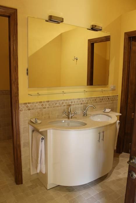 Servizio igienico - antibagno: Bagno in stile In stile Country di architetto CLAUDIA DEI -Studio Tecnico Progettisti Associati