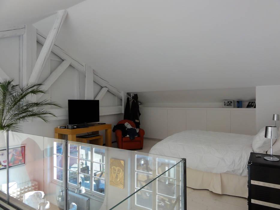 La chambre en mezanine: Chambre de style de style Moderne par CAP-D