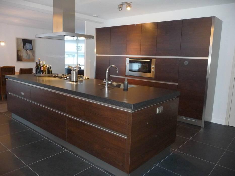 Houten kookeiland:  Keuken door Tinnemans Keukens