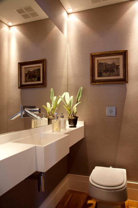 Eclectic style bathroom by Angela Medrado Arquitetura + Design Eclectic