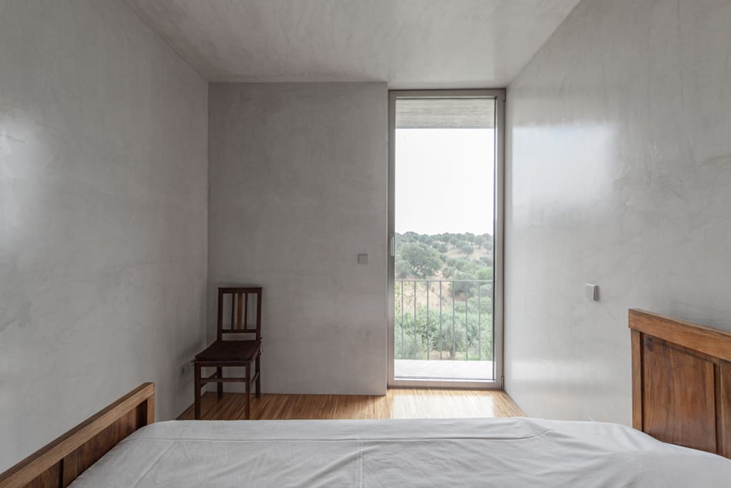 Casa sobre Armazém: Quartos modernos por Miguel Marcelino, Arq. Lda.