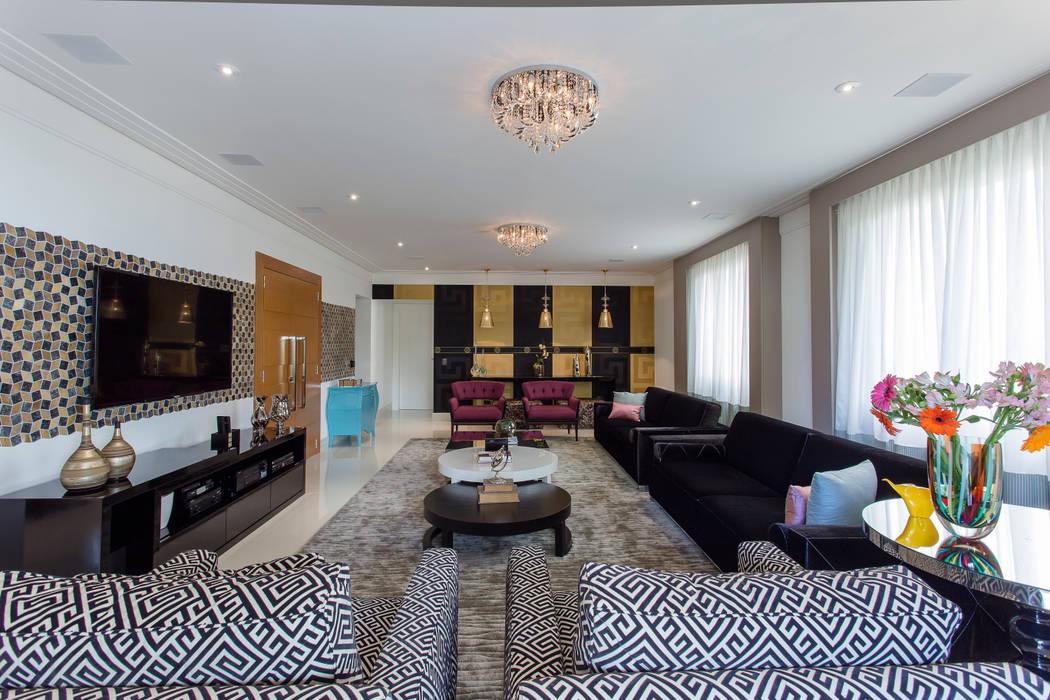 Sala de Estar impactante: Salas de estar  por Helen Granzote Arquitetura e Interiores,Eclético