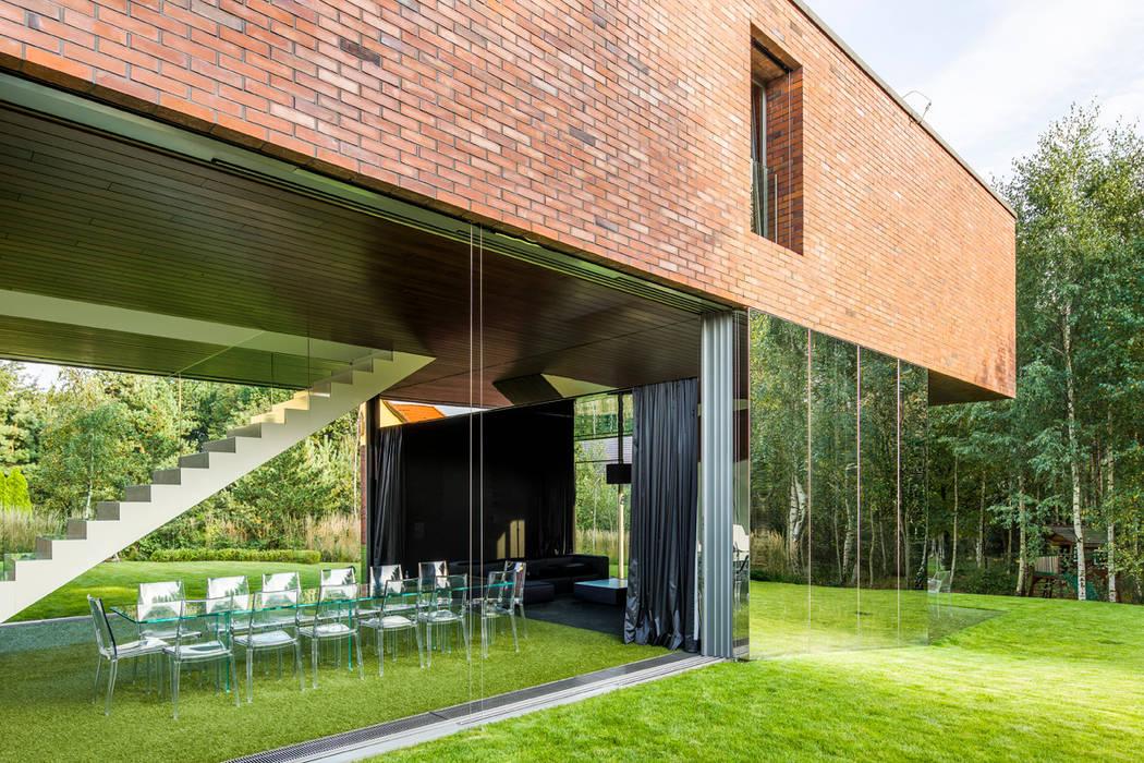 Balkon, Beranda & Teras Modern Oleh KWK Promes Modern