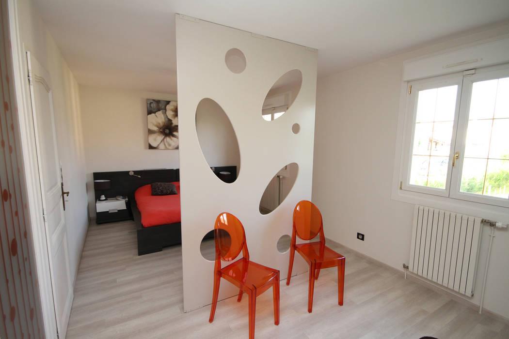 Camera da letto moderna di Agence C+design - Claire Bausmayer Moderno