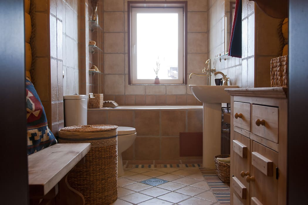Shachebol House Rustic style bathroom by Alena Kazimirava Rustic