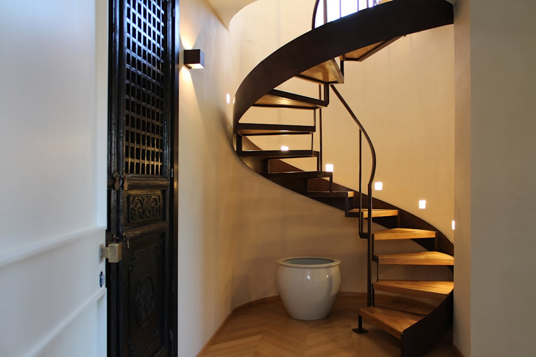 Classic style corridor, hallway and stairs by Blocco 8 Architettura Classic
