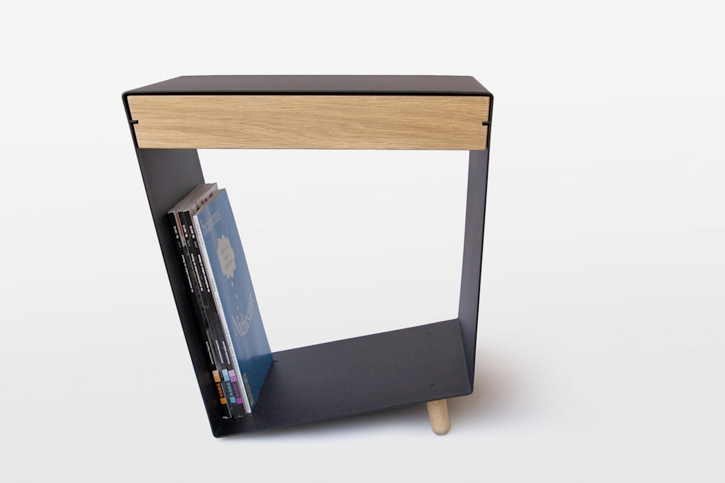 12° side table with drawer by chris+ruby de chris+ruby Moderno