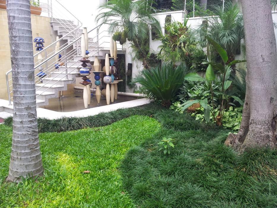 Espaço integrado de artes Espaços comerciais tropicais por A Varanda Floricultura e Paisagismo Tropical