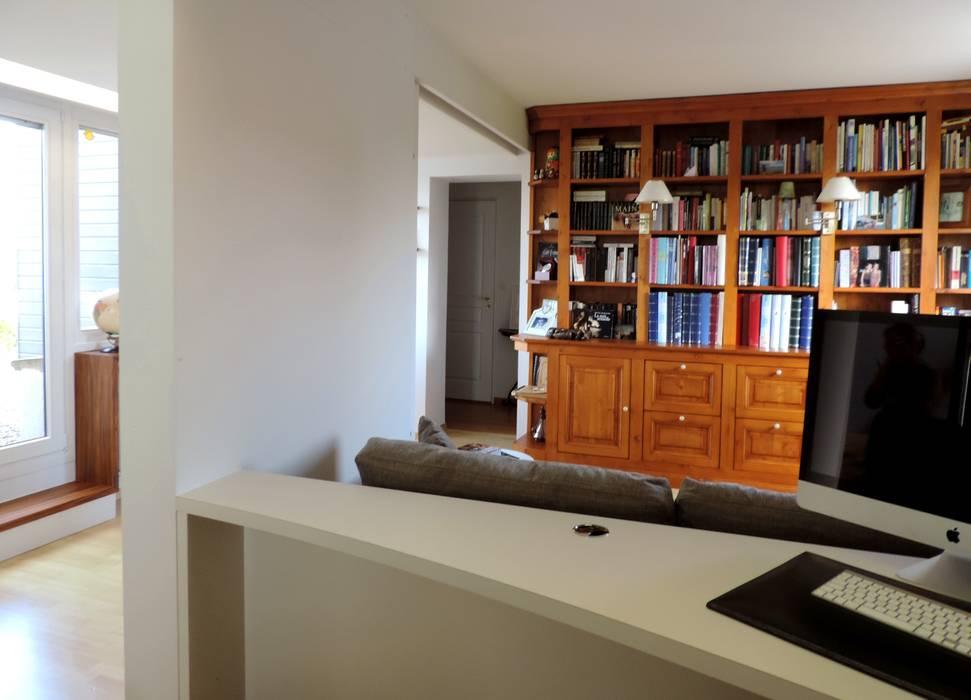 intégration de la bibliothèque existante: Bureau de style  par Emilie Bigorne, architecte d'intérieur CFAI