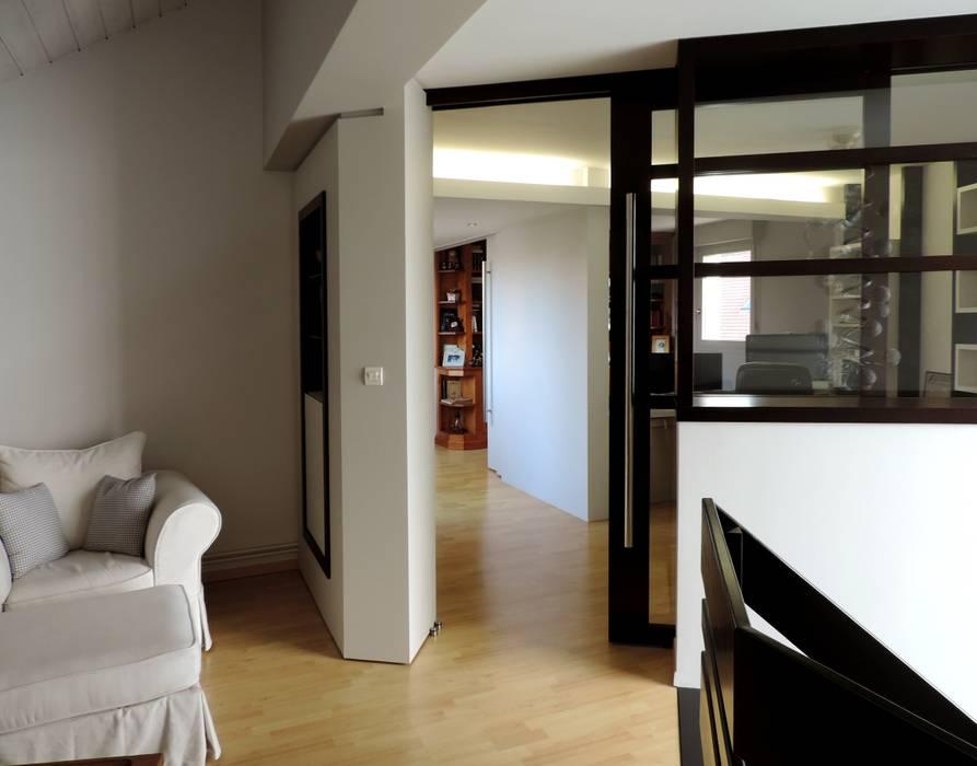 arrivée de l'escalier: Chambre d'enfant de style de style Moderne par Emilie Bigorne, architecte d'intérieur CFAI