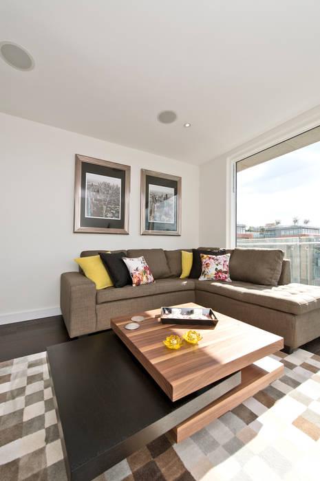 Lounge 现代客厅設計點子、靈感 & 圖片 根據 In:Style Direct 現代風