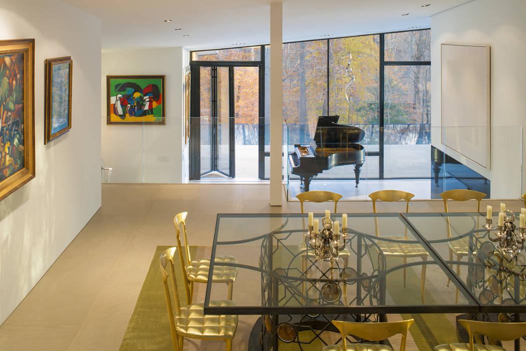Difficult Run Residence Modern dining room by Robert Gurney Architect Modern