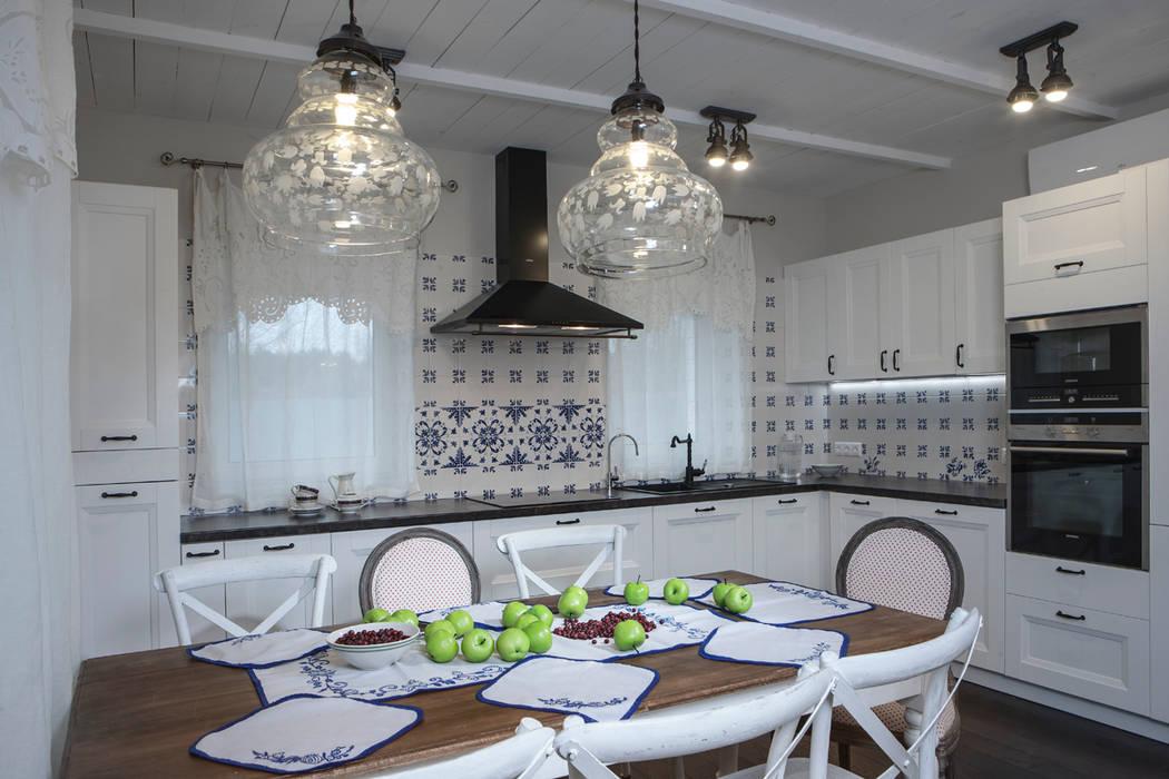 Дом в стиле прованс: Кухни в . Автор – Мария Бекетова  Света Лапина, Кантри