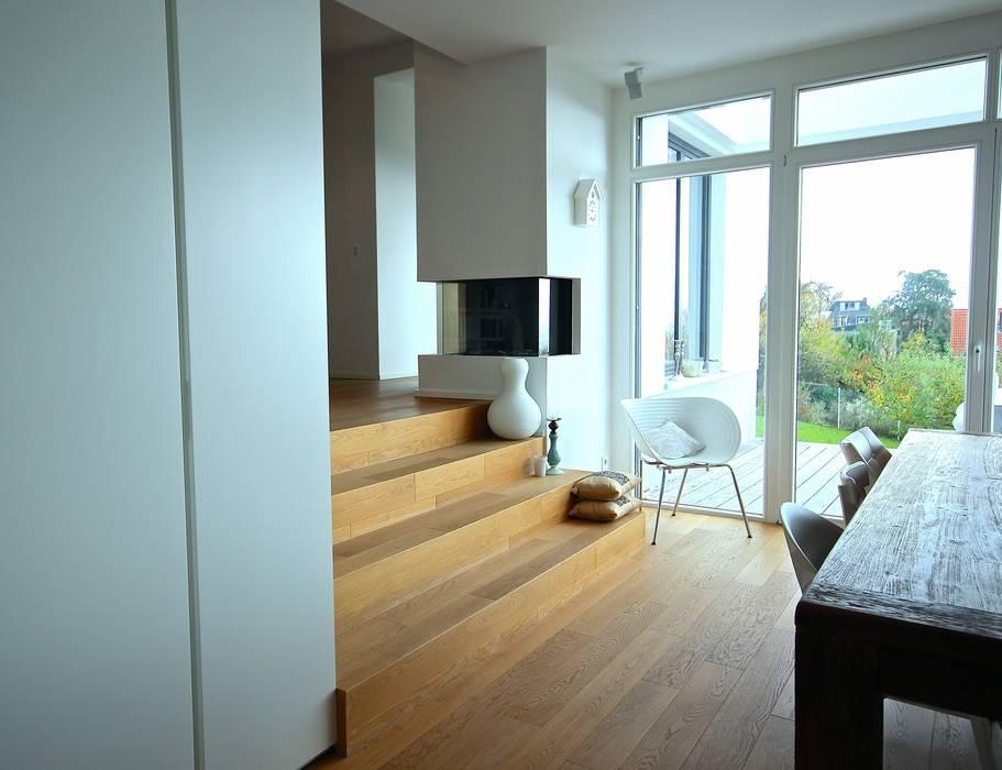 Pasillos, vestíbulos y escaleras modernos de raumatmosphäre pantanella Moderno
