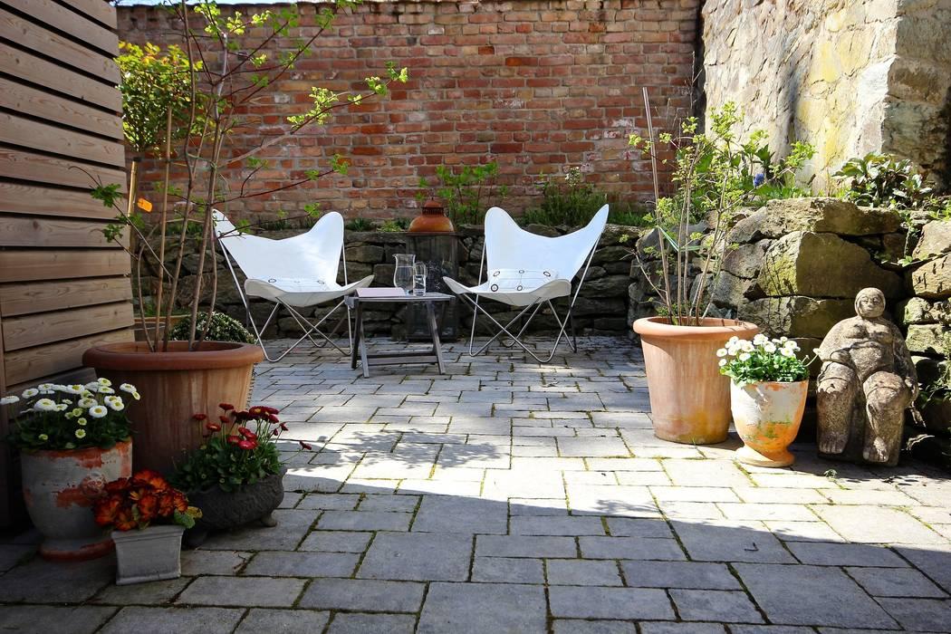 Terrasse an alter Stallmauer raumatmosphäre pantanella Ausgefallener Balkon, Veranda & Terrasse