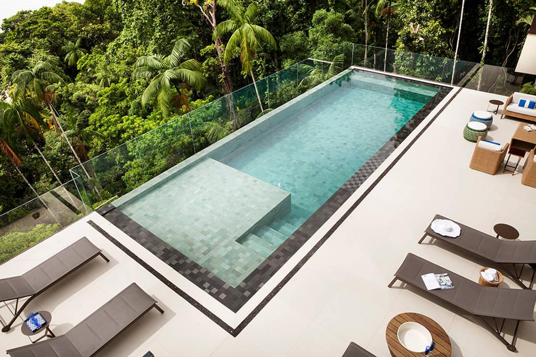 สระว่ายน้ำ โดย Infinity Spaces,